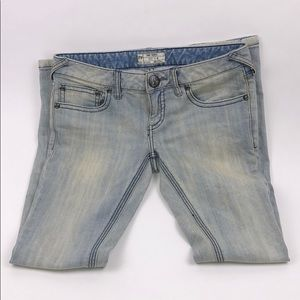 NWOT FREE PEOPLE Light Wash Distressed Jeans